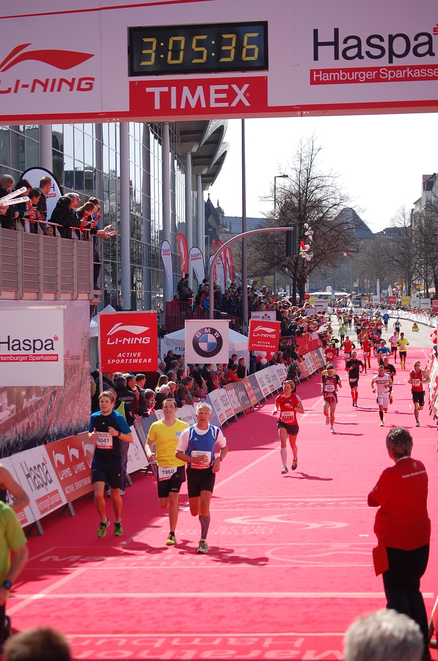 28. haspa Marathon Hamburg: Mareile Kitzel (F1095) wird Dritte der Hamburger Meisterschaft